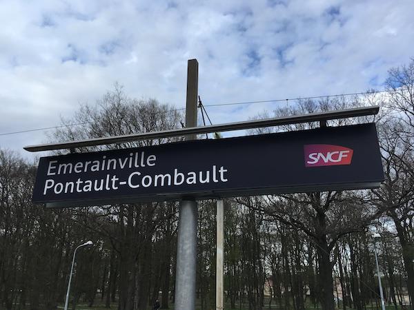 Gare de Émerainville - Pontault-Combault - Signalétique 2017 © CROUS