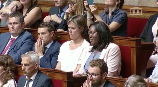La député de Paris Laetitia Avia citée en exemple par le Premier ministre en introduction de la déclaration de politique générale de gouvernement à l'Assemblée nationale © capture d'écran Assemblée nationale.