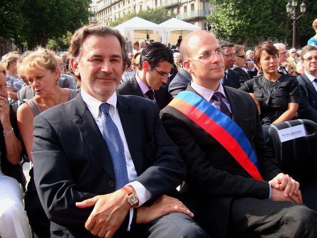 Romain Lévy (à droite) assis à côté de Jean-François Legaret, maire du 1er arrondissement