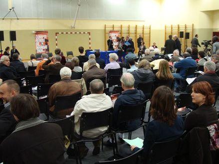 230 chaises ont accueilli environ 200 personnes pendant le discours du maire suivi des questions-réponses