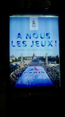 JC Decaux, partenaire de Paris 2024, affiche les résultats dès le 13 septembre 2017 dans les rues de Paris © VD