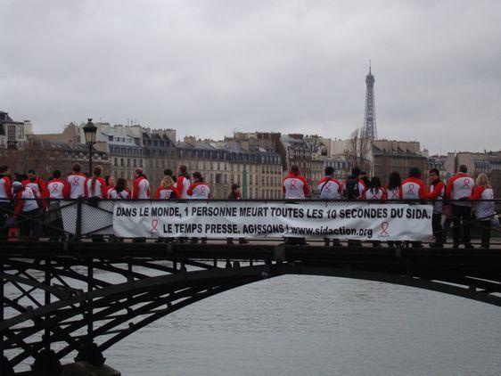 Une banderolle résume le message et l'objectif de l'association