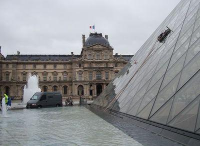 Le nettoyeur du Musée de Louvre
