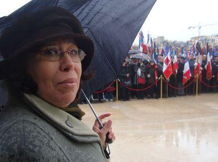 Fatima Hajmi, porte-drapeau, honore la mémoire de son oncle qui a combattu pour la France au Maroc