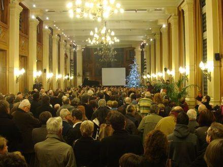 La salle des fêtes était pleine à craquer pour entendre le discours de Dominique Bertinotti qui ne figure sur aucune liste pour les régionales