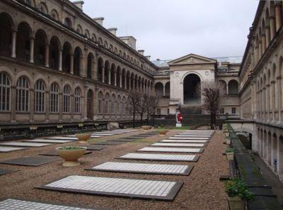 Cour intérieure de l'Hôtel-Dieu, aux pieds de Notre-Dame de Paris
