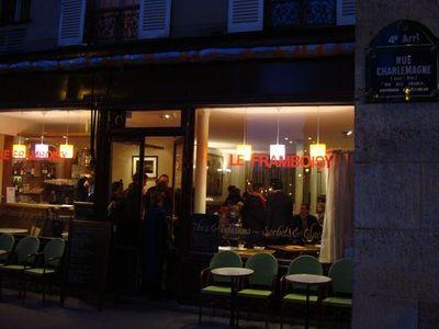 Un des cafés où se déroulent des débats publics de proximité