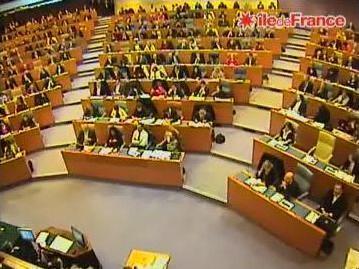 L'hémicycle de l'assemblée régionale comporte 142 élus de la majorité de gauche et 67 élus de la majorité présidentielle