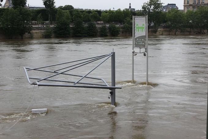 Crue de la Seine 2016 Arrêt du Batobus noyé © Djielle CC BY-SA