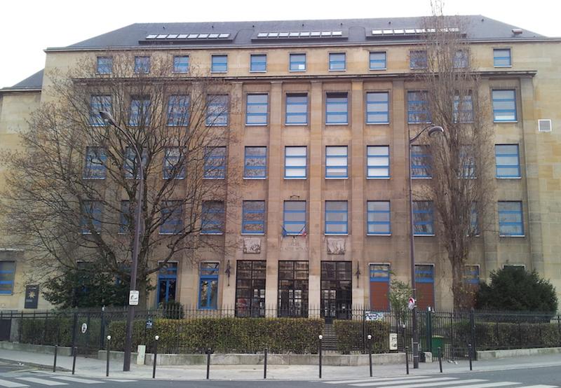 Façade du Lycée Claude Monet dans le 13e arrondissement de Paris © Ordifana75 CC-BY SA 3.0