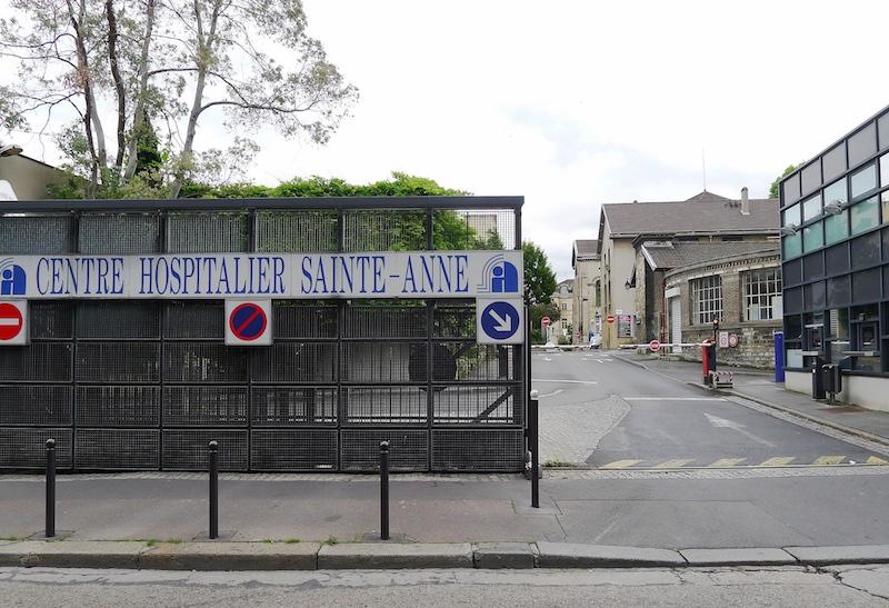 L'Hôpital Sainte Anne, entrée par la rue Broussais dans le 14e arrondissement de Paris © Mbzt CC-BY SA 3.0.