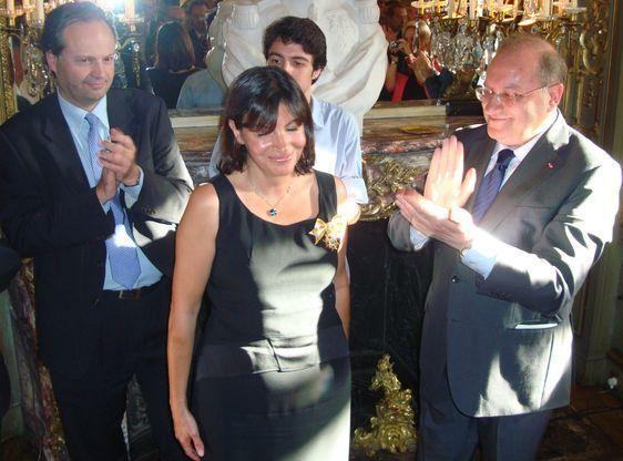 Anne Hidalgo décorée par S.E l'Ambassadeur d'Espagne à Paris