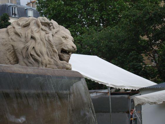 Un lion de la fontaine Saint-Sulpice