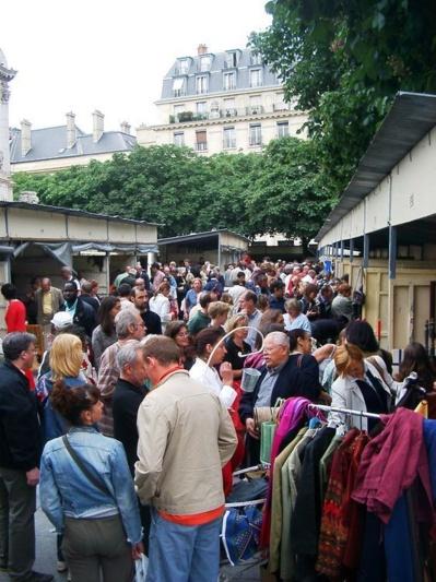 En 2005, le vide-grenier des conseils de quartier du 6ème utilise les baraques du Village Saint-Germain