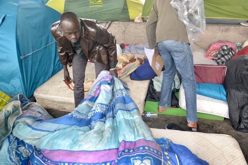 Premier camp de migrants à Paris à La Chapelle en 2015 © Paris Tribune Archives.