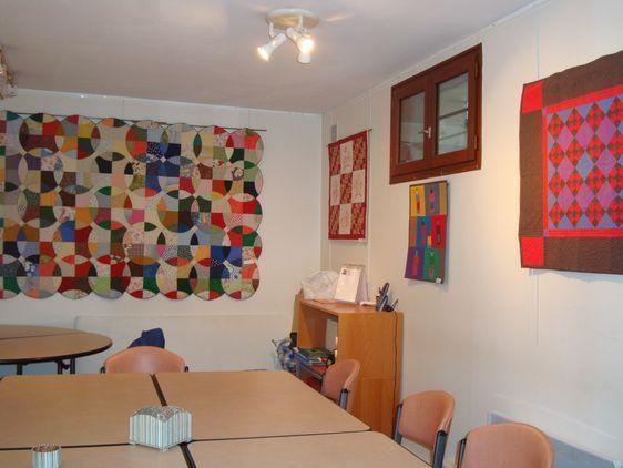 Une des salles de l'association France Patchwork