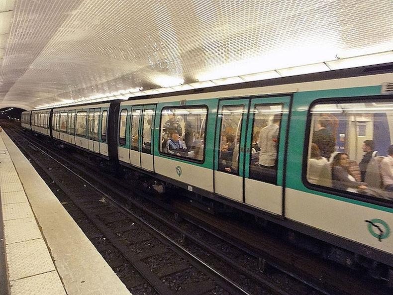 Station Anvers de la ligne 2 du métro de Paris © clicssouris CC BY-SA 3.0