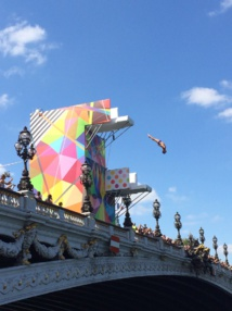 Démonstration de plongeon depuis le pont Alexandre-III pendant les Journées Olympiques à Paris le 23 juin 2017 © Arthur Crbz CC BY-SA 4.0