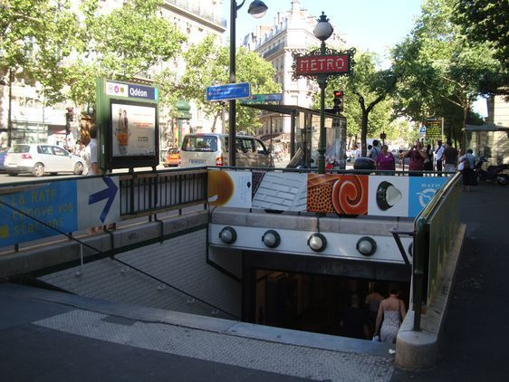 Le métro Odéon dans le 6ème arrondissement