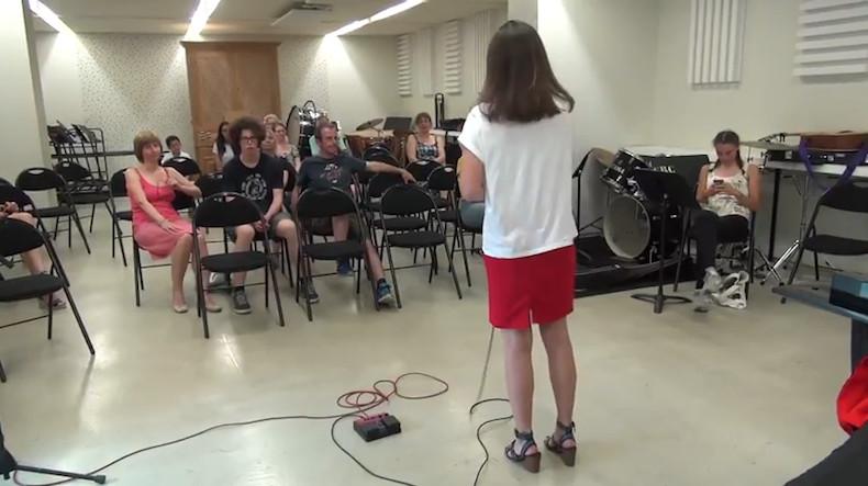 Chant Variété au conservatoire municipal de Suresnes © capture d'écran Les 10 ans du conservatoire de Suresnes au Puits d'Amour.