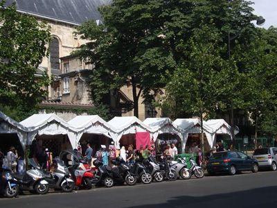 Les cabanes du boulevard Saint-Germain pendant l'été