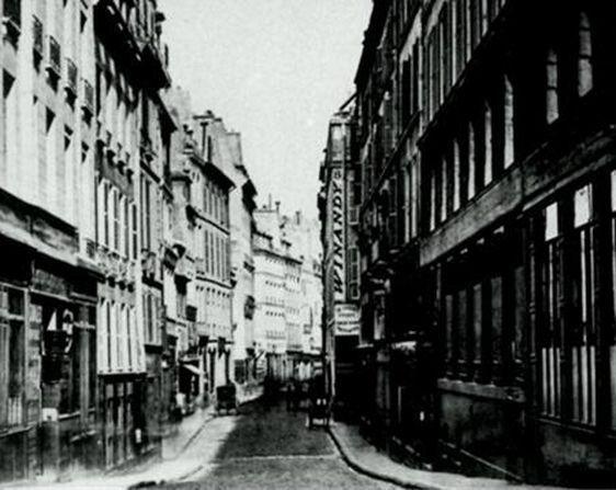 (c) Editions de Lodi - La rue du Sentier est née de la réunion de deux voies : la rue du Gros-Chenet et la rue du Sentier.
