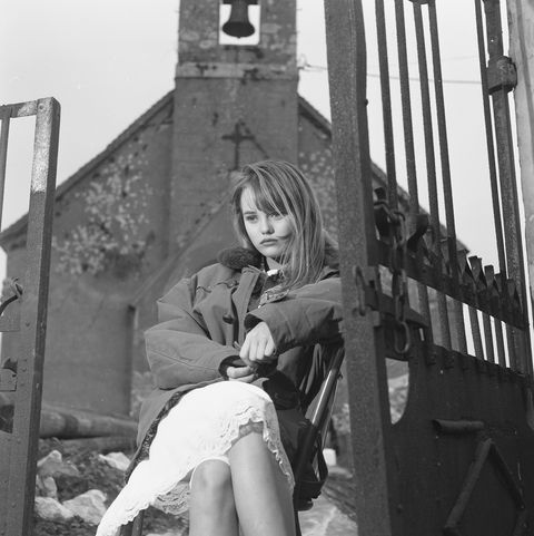 (c) Photo inédite de Pierre Terrasson : Vanessa Paradis à la chapelle d'Houllefort à Colembert près de Boulogne-sur-mer (1988)