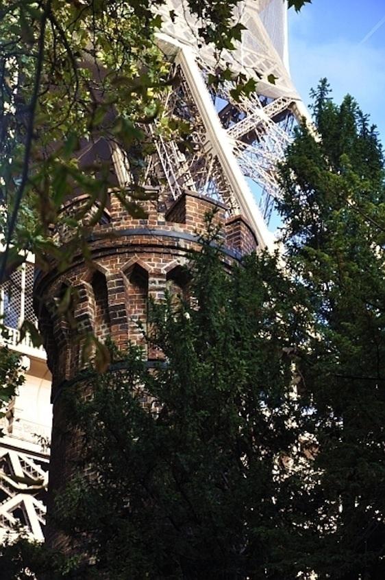 La cheminée de la Tour Eiffel.