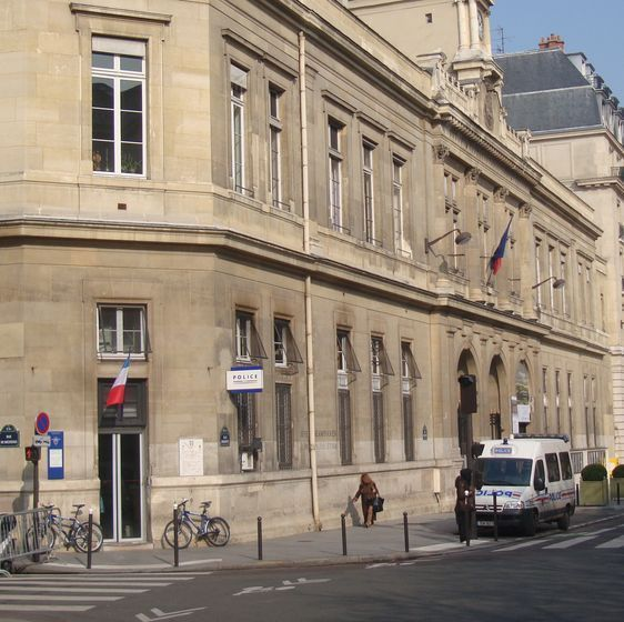L'accueil de l'antenne de police qui jouxte la mairie du 6e arrondissement a fermé le 25 février 2011.