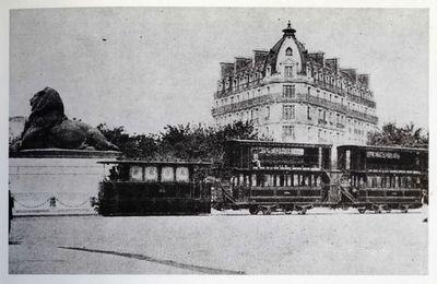 Le Paris - Arpajon traversant la place Denfert - Rochereau. Photo : Génie civil.