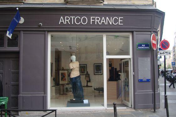 Les oeuvres de René Magritte sont visibles de loin - Photo : Louise Wessier.