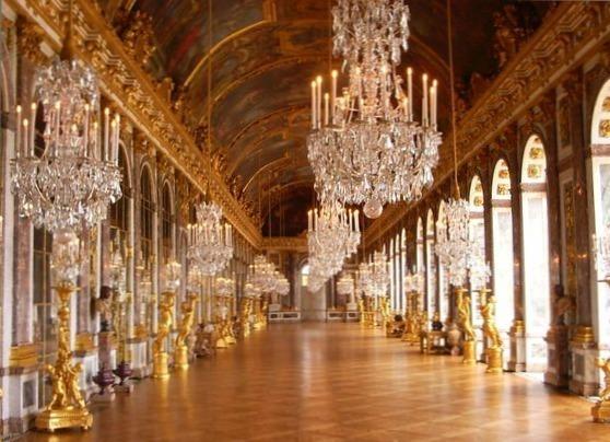 La Galerie des Glaces du Château de Versailles, peu avant sa réouverture au public en septembre 2006 - Photo : DR