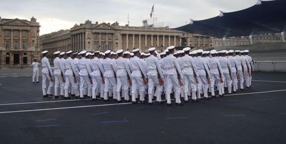 La Marine répétant pour le 14 juillet place de la Concorde - Photo : VD.