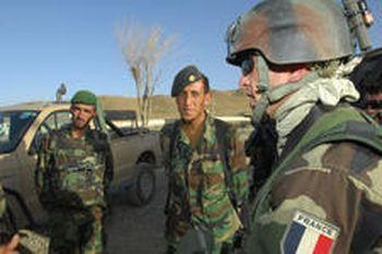Copyright Ministère de la Défense - briefing avant une patrouille à pied.