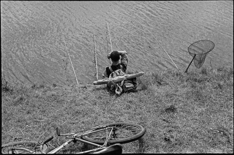 Paid holidays bordering the Seine, 1938 © Fondation HCB, Magnum Agency