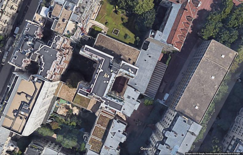 L'incendie au 17 bis rue Erlanger dans le 16e arrondissement de Paris a eu lieu dans l'immeuble enclavé en coeur d'îlot - Images © 2019 Google Données cartographiques 2019.