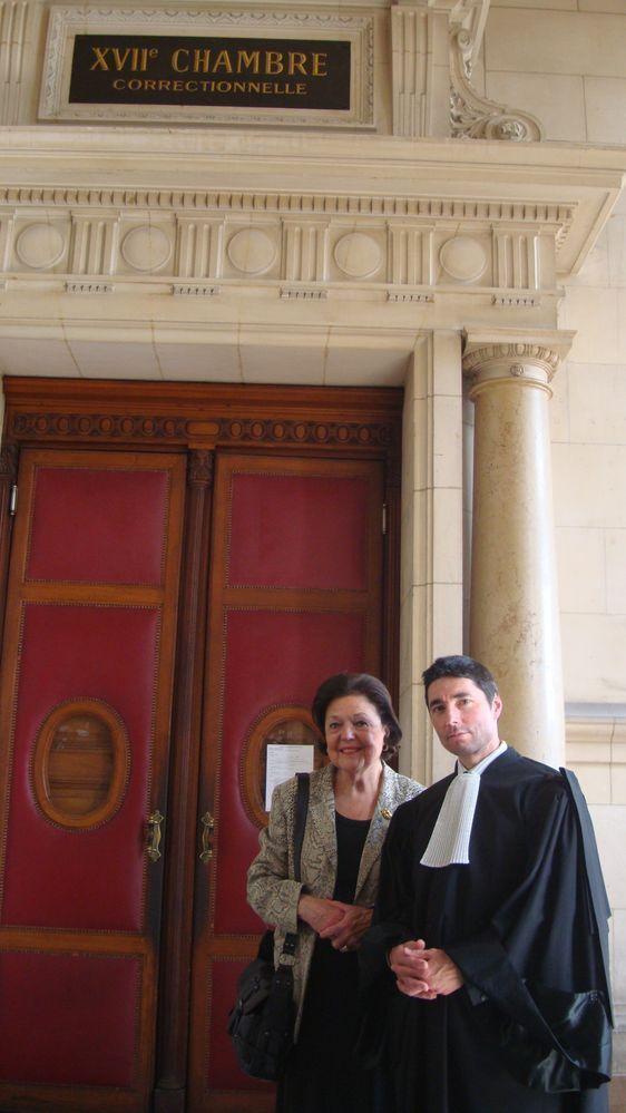 Jacqueline Ouy et Maître Antoine Gitton devant la 17e Chambre correctionnelle du Tribunal de grande instance de Paris.
