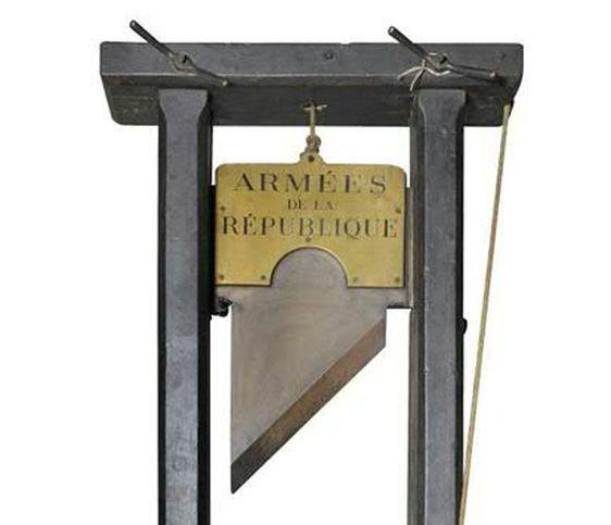 La guillotine - Crédits : Etude Delorme - Collin du Bocage.
