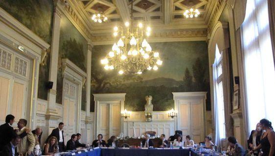Le conseil du 16e arrondissement le 4 juillet 2011. Photo : Julie Hammett.