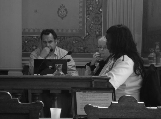 A droite : Seybah Dagoma, Adjointe au Maire de Paris, au conseil d'arrondissement le 12 septembre 2011 - Photo : VD.