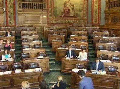Les rangs de la droite et du centre lors de la séance du 27 septembre 2011 à 9h28 (c) Le conseil de Paris en vidéo, Mairie de Paris.