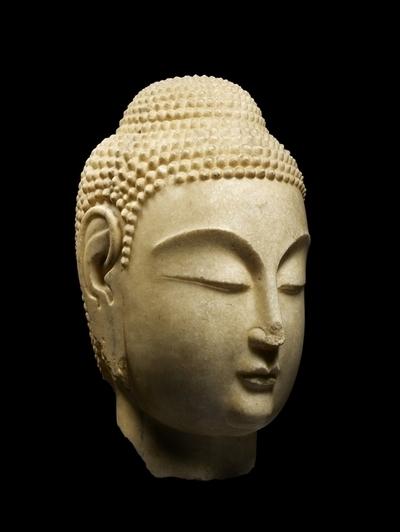 Tête de Bouddha, Chine du Nord © TDIC, Louvre Abou Dabi.