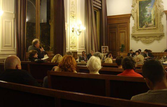 Session de questions-réponses à l'issue du conseil du 4e arrondissement le 10 octobre 2011 - Photo : VD.