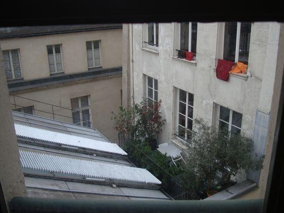 Vue sur le toit de la future discothèque depuis l'immeuble de Paris Habitat - Photo : VD.