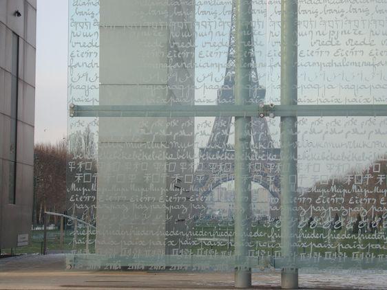 Détail du Mur de la Paix - Archives Paris Tribune.