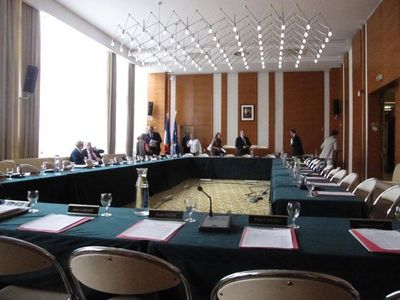 Salle du conseil du 17e arrondissement - Photo : Julie Hammett.