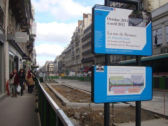 Les travaux de la rue de Rennes (3 octobre 2011 - 27 avril 2012) s'arrêtent du 10 décembre 2011 au 1er janvier 2012.