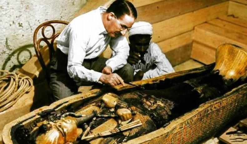 Découverts dans sa tombe dans un état presque immaculé en 1922, des restes du corps momifié du jeune pharaon sont toujours dans son sarcophage, 3400 ans après sa mort © DR