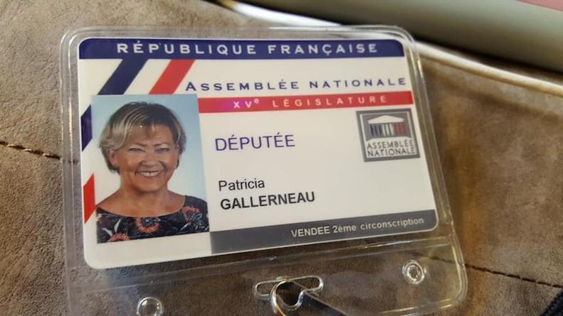 Badge de député de Patricia Gallerneau délivré le 20 juin 2017 à l'Assemblée nationale © page Facebook souvenirs de Patricia Gallerneau.
