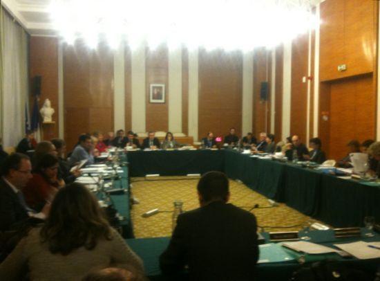 Les membres du conseil réunis dans la salle des mariages de la mairie du 17e - Photo : GB.